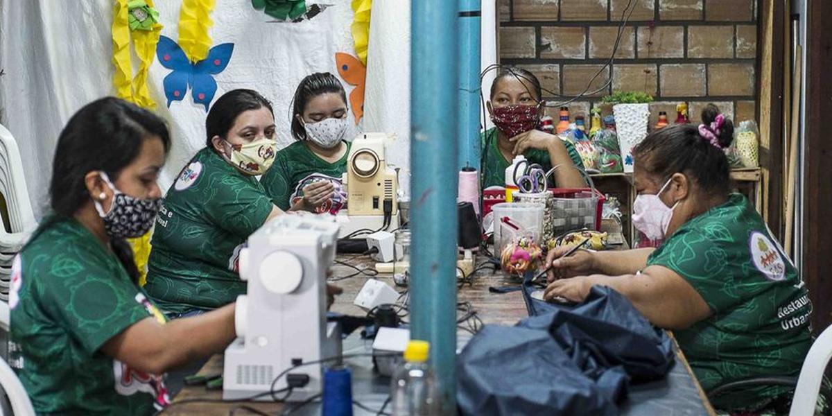 Moradores da periferia e grupos de costureiras recebem apoio da FAS e da Klabin para minimizar impactos econômicos da pandemia em Manaus