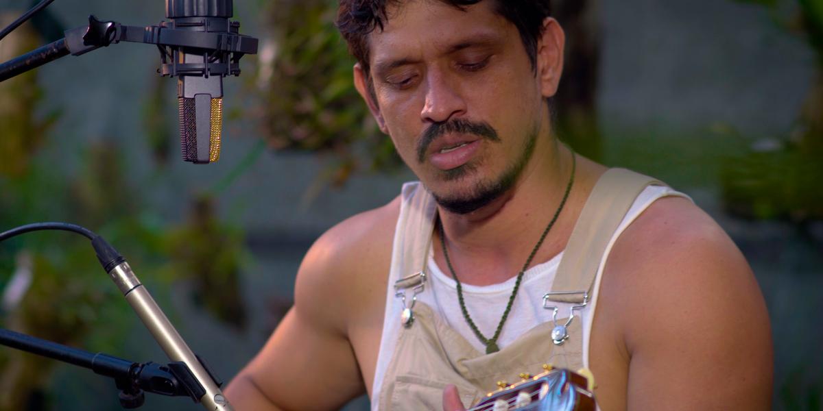 Magaiver Santos lança álbum audiovisual 'Vermelho' nesta sexta-feira , 26