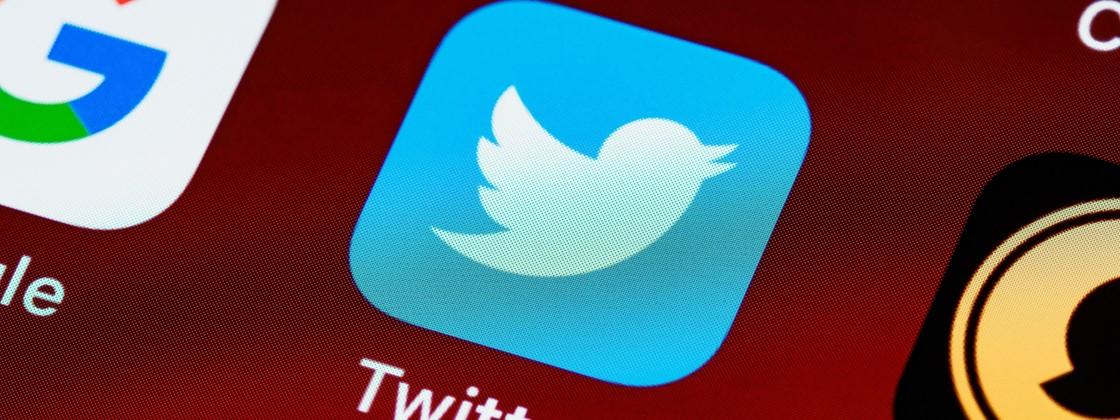 """Twitter experimenta opção para """"reprovar"""" comentários de tuítes pelo iPhone"""