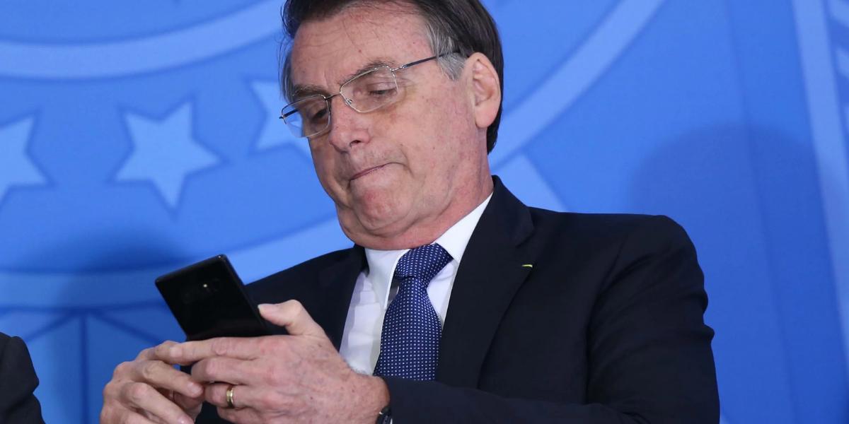 Facebook remove live em que Bolsonaro relaciona a vacina à Aids